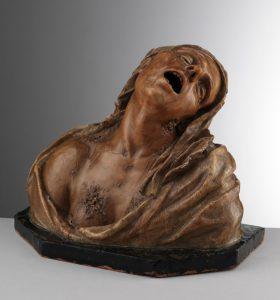 <strong>IGNOTO, SCUOLA DELL'ITALIA MERIDIONALE<br/>Figura femminile in decomposizione o Vanitas</strong><br/><h2>ultimo quarto del XVII – inizi del XVIII secolo<br/>cera, telo di lino imbevuto di cera e modellato a caldo, base lignea con cera</h2><h3></p>donazione in ricordo di Ernesto Cilento<br/>di Grazia Maria De Ianni, <br/>membro attivo dell'Associazione Amici di Capodimonte onlus</h3>